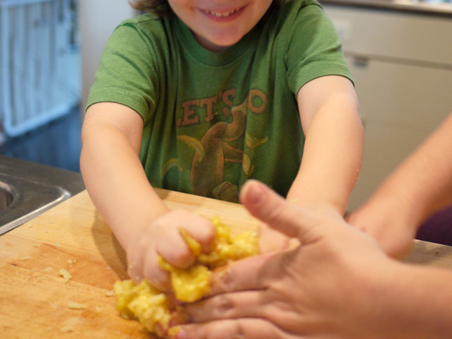 Making Gnocchi with Kids6.mixingegg